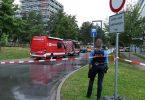 Eine Beamtin und Einsatzfahrzeuge der Feuerwehr auf dem Campus der TU Darmstadt. Foto: Alexander Rau/Keutz TV-News/dpa