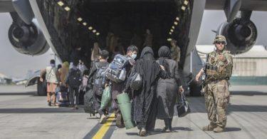 Das US-Militär hat für den Evakuierungseinsatz derzeit rund 5800 Soldaten am Flughafen in Kabul. Foto: Sgt. Samuel Ruiz/U.S. Marine Corps via AP/dpa