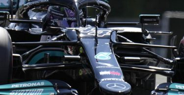 Mercedes-Star Lewis Hamilton in Aktion. Foto: Darko Bandic/AP/dpa