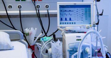 Ein Behandlungszimmer für Covid-Patienten im Universitätsklinikum Hamburg-Eppendorf. Foto: Axel Heimken/dpa/Pool/dpa