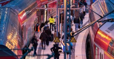 Der Hamburger Hauptbahnhof am frühen Morgen. Foto: Daniel Bockwoldt/dpa