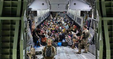Blick in einen Bundeswehr-Airbus nach der Ankunft aus Kabul inTaschkent in Usbekistan. Foto: Marc Tessensohn/Bundeswehr/dpa