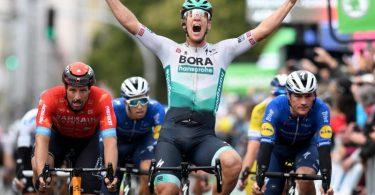 Ackermann vom Team Bora-hansgrohe jubelt nach seinem Sieg auf der ersten Etappe der Deutschland-Tour. Foto: Bernd Thissen/dpa