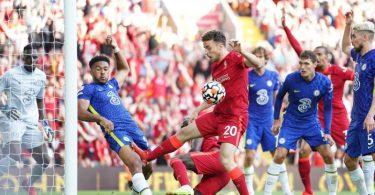 Chelseas Reece James (2.v.l) spielt auf der Torlinie Handspiel, was zu einer roten Karte und einem Elfmeter für Liverpool führt. Foto: Mike Egerton/PA Wire/dpa