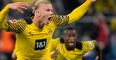 Dortmunds Torschütze Erling Haaland jubelt nach seinem Kracher zum 3:2 Endstand. Foto: Marius Becker/dpa