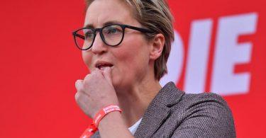 Linken-Parteichefin Susanne Hennig-Wellsow bei einer Wahlkampfveranstaltung. Foto: Martin Schutt/dpa-Zentralbild/dpa