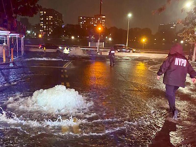 Überschwemmungen auf der New Yorker Upper East Side. Foto: -/New York City Police Department/AP/dpa