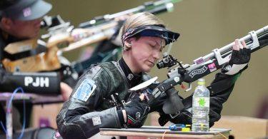 Sportschützin Natascha Hiltrop (vorne) wird bei der Abschlussfeier der Paralympics in Tokio die deutsche Fahnenträgerin sein. Foto: Xiong Qi/XinHua/dpa