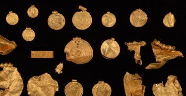 Schmuckstücke aus ganz alten Zeiten. Foto: Museumsverbund der Stadt Vejle/dpa