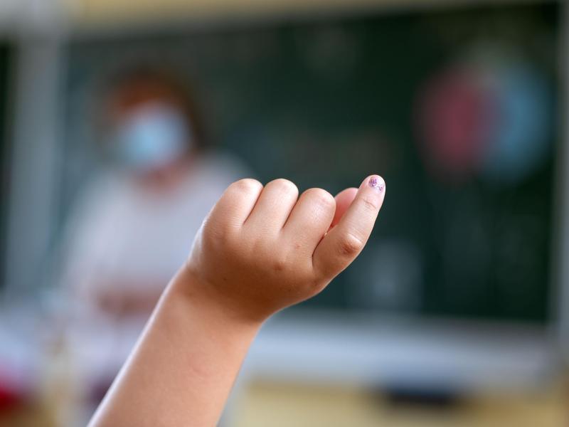 Werden Grundschulkinder auch am Nachmittag betreut, verbessere das die Vereinbarkeit von Familie und Beruf, so Bildungspolitiker von SPD und Union. Foto: Jens Büttner/dpa-Zentralbild/dpa