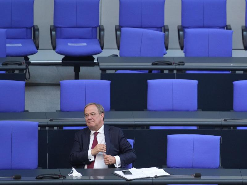 Unionskanzlerkandidat Armin Laschet nach seiner Rede im Plenum im Deutschen Bundestag. Foto: Kay Nietfeld/dpa