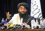Sabiullah Mudschahid, Sprecher der Taliban, während einer Pressekonferenz in Kabul. Foto: -/Kyodo/dpa