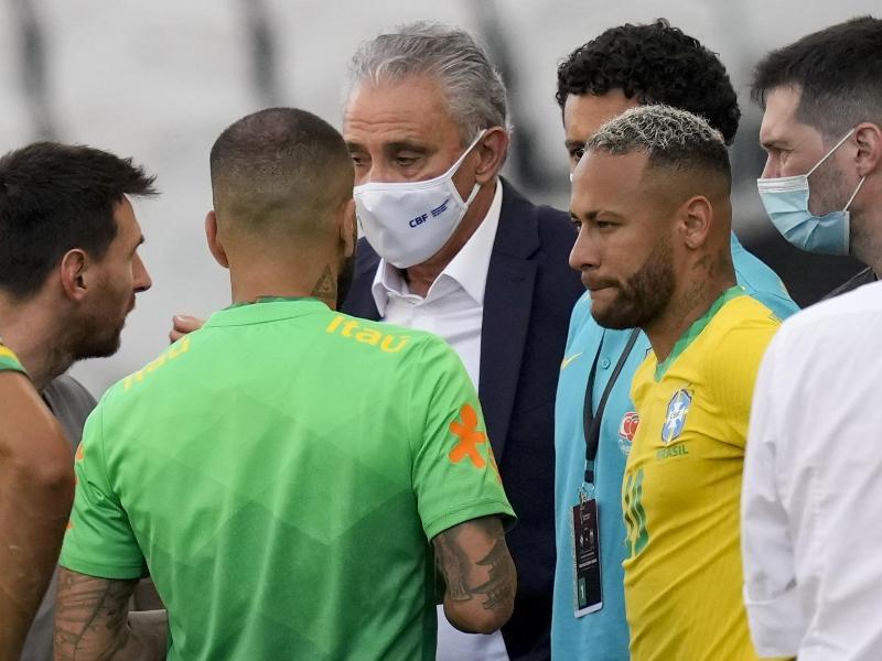 nach dem Corona-Eklat beim WM-Qualispiel zwischen Brasilien und Argentinien hat die FIFA ein Disziplinarverfahren gegen beide Nationalverbände eingeleitet. Foto: Andre Penner/AP/dpa
