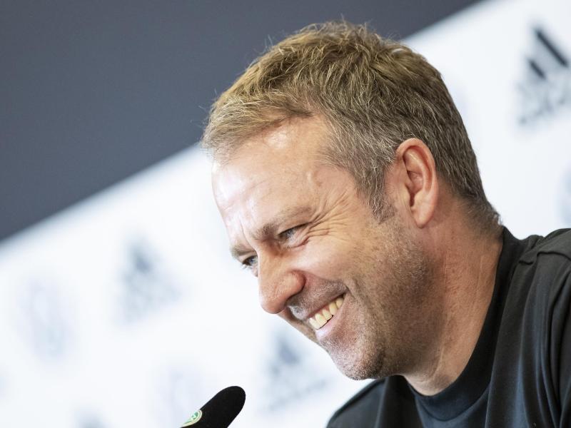 Gut gelaunt: Bundestrainer Hansi Flick will seinen dritten Sieg im dritten Spiel. Foto: Tom Weller/dpa