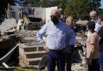 Biden (M) besichtigt ein vom Hurrikan «Ida» betroffenes Viertel. Foto: Evan Vucci/AP/dpa