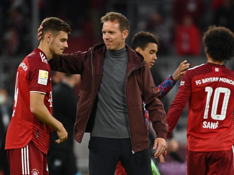Coach Julian Nagelsmann (M.) wechselte im Sommer aus Leipzig nach München. Foto: Sven Hoppe/dpa