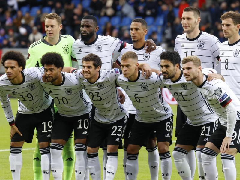 Ein Teil der deutschen Nationalspieler musste auf der Rückreise einen Stopp einlegen. Foto: Brynjar Gunnarsson/AP/dpa