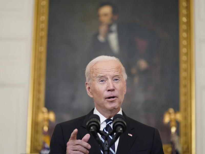 US-Präsident Joe Biden verschärft die Impfvorschriften. Foto: Andrew Harnik/AP/dpa