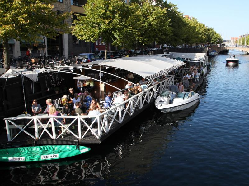 Dänemark hebt am 10. September die restlichen im Land geltenden Corona-Maßnahmen auf. Schon heute fühlt sich das Leben in der Hauptstadt Kopenhagen fast beschränkungsfrei an. Foto: Steffen Trumpf/dpa