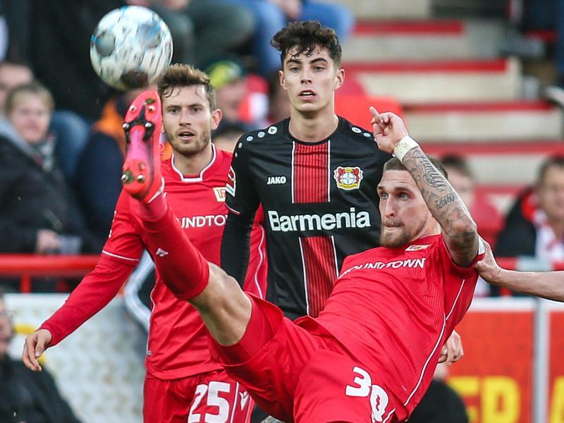 Robert Andrich (r) wechselte vom 1. FC Union Berlin zu Bayer Leverkusen. Foto: Andreas Gora/dpa