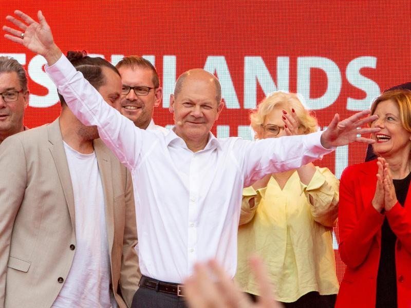 Olaf Scholz und die SPD liegen in einer Umfrage nun sechs Prozentpunkte vor derUnion. Foto: Joachim Ackermann/View/dpa