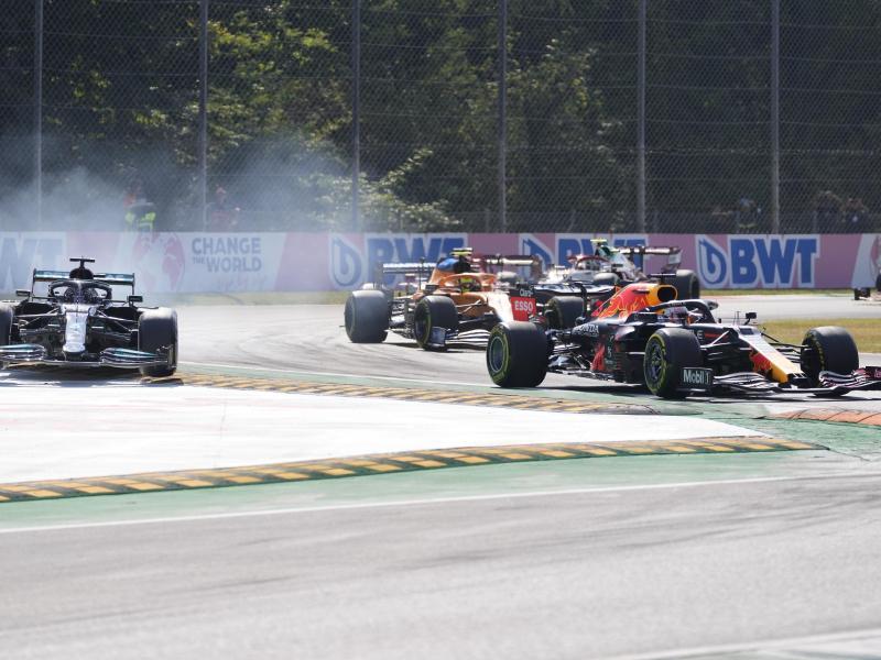 Schieden in Monza vorzeitig aus: Weltmeistr Lewis Hamilton (l) und WM-Spitzreiter Max Verstappen (r). Foto: Antonio Calanni/AP/dpa