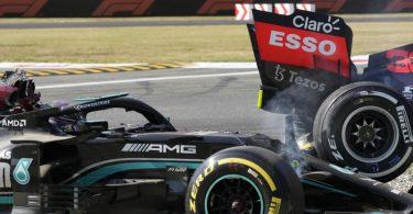 Schieden in Monza vorzeitig nach einem Crash aus: Weltmeister Lewis Hamilton (l) und WM-Spitzenreiter Max Verstappen. Foto: Luca Bruno/AP/dpa
