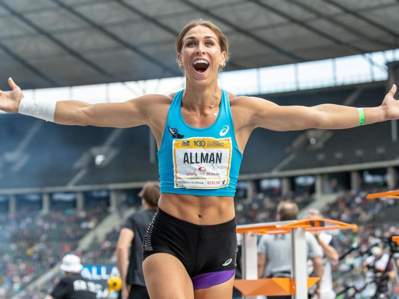 Bereits im ersten Durchgang gelingt der US-Amerikanerin die persönliche Rekordweite von 71,16 Metern. Foto: Andreas Gora/dpa