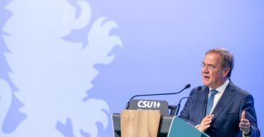 CDU-Chef Armin Laschet sagte auf dem Parteitag: «In all den Entscheidungen der Nachkriegsgeschichte standen Sozialdemokraten immer auf der falschen Seite - in der Wirtschafts- und Finanzpolitik.». Foto: Daniel Karmann/dpa