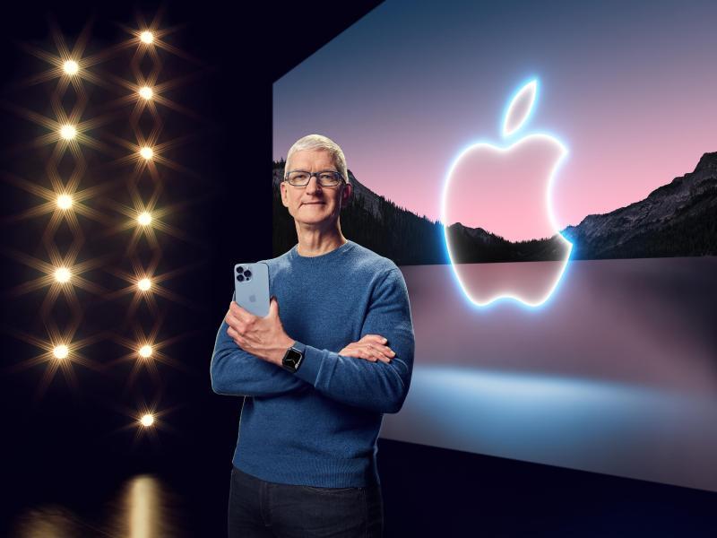 Apple-Chef Tim Cook präsentiert in einer aufgezeichneten Online-Übertragung das neue iPhone 13 Pro. Foto: -/Apple/dpa