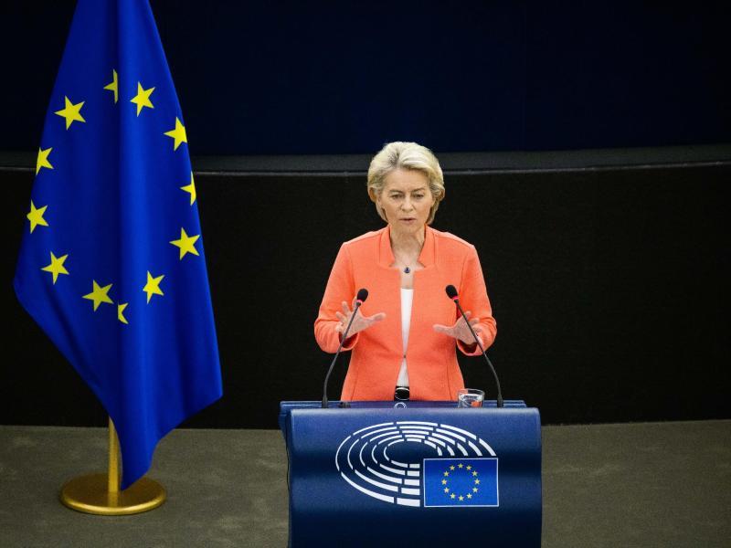 Ursula von der Leyen, Präsidentin der Europäischen Kommission, äußert sich zur Lage der EU. Foto: Philipp von Ditfurth/dpa