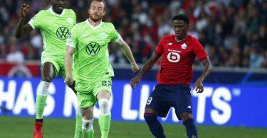 Ist glücklich, mit Wolfsburg wieder Königsklassen-Luft einzuatmen: Maximilian Arnold (M). Foto: Michel Spingler/AP/dpa