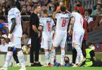 Erfolg macht gute Laune: Bayern-Coach Julian Nagelsmann im Kreise seiner Spieler. Foto: Sven Hoppe/dpa