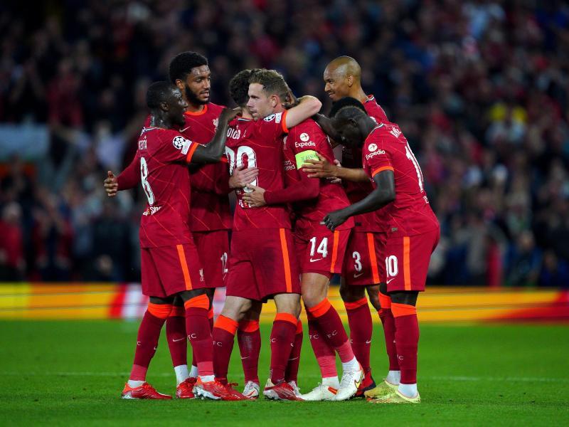 Die Spieler des FC Liverpool jubeln über das Tor zum 3:2. Foto: Peter Byrne/PA Wire/dpa