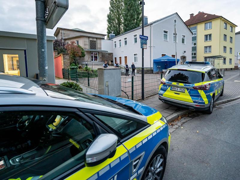 Polizeieinsatz an der Synagoge in Hagen. Foto: Markus Klümper/Sauerlandreporter/dpa