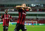 Leverkusens Torschütze Florian Wirtz (r) jubelt nach seinem Treffer. Foto: Marius Becker/dpa