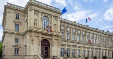 Das französische Außenministerium am Quai d'Orsay in Paris - jetzt wurden die Botschafter aus den USA und Australien zu Konsultationen zurückgerufen. Foto: Jens Büttner/dpa-Zentralbild/dpa