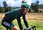 Pascal Ackermann vom Team Bora-Hansgrohe sitzt lächelnd auf dem Rad. Foto: Bernd Thissen/dpa