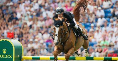 Der deutsche Reiter Marcus Ehning gewann die Prüfung 2018 auf dem Pferd Pret a Tout. Foto: Rolf Vennenbernd/dpa/Archivbild