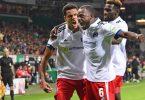Die Spieler des Hamburger SV feiern den 2:0-Sieg beim Erzrivalen Werder Bremen. Foto: Carmen Jaspersen/dpa