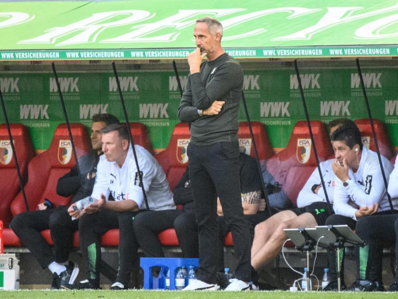 Startet als Trainer in Mönchengladbach exakt so schwach wie einst in Frankfurt: Adi Hütter (M). Foto: Matthias Balk/dpa