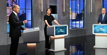 Kanzlerkandidaten (l-r) Olaf Scholz (SPD), Annalena Baerbock (Bündnis 90/Die Grünen) und Armin Laschet (CDU/CSU) diskutieren bei dem Dritten TV-Triell. Foto: Willi Weber/Prosieben/Seven.One/dpa