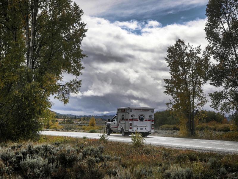 Ein Rettungsfahrzeug nahe des Grand Teton National Park im US-Bundesstaat Wyoming - im Fall der vermissten Gabby Petito scheinen sich die schlimmsten Befürchtungen bestätigt zu haben: Ermittler haben eine Leiche gefunden. Foto: Amber Baesler/AP/dpa
