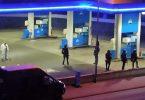 Polizisten sichern die Tankstelle kurz nach der Tat. Foto: Christian Schulz/Foto Hosser/dpa