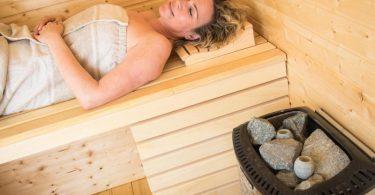 Mehr als nur Entspannung: Die Hitze in der Sauna trainiert den Körper und macht ihn anpassungsfähiger. Foto: Christin Klose/dpa-tmn