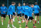 Die Mannschaft von Holstein Kiel braucht einen neuen Cheftrainer. Foto: Daniel Reinhardt/dpa