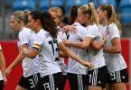 Deutschlands Nationalspielerinnen feiern ein weiteres Tor beim 5:1-Sieg gegen Serbien. Foto: Hendrik Schmidt/dpa-Zentralbild/ZB