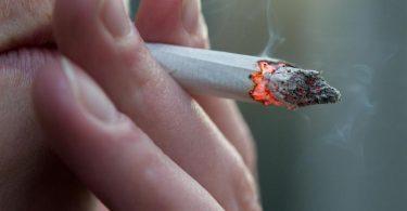 Ungesunder Dunst: Vor allem Kinder sollten keinen Tabakrauch einatmen. Foto: Andrea Warnecke/dpa-tmn