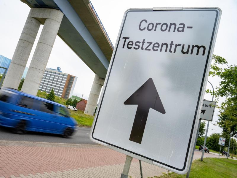 Ab dem 11. Oktober sind Corona-Schnelltests nicht mehr kostenlos. Nur für Schwangere und Kinder unter 12 wird es Übergangsregeln geben. Foto: Stefan Sauer/dpa