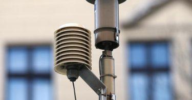 Der EU-Grenzwert für Feinstaub mit Partikelgröße 2,5 Mikrometer liegt bei 25 Mikrogramm pro Kubikmeter Luft. Die WHO empfiehlt nun einen Richtwert von 5 Mikrogramm. Foto: Ina Fassbender/dpa/Archiv